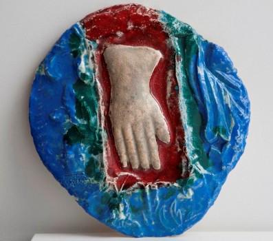 I Pirštinė, kuria Kristus buvo muštas per veidą. 2010 ab