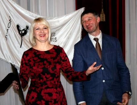 Molėtų kultūros vadybininkė Vaida  Saugūnienė ir Alantos seniūnas Aidonas Užubalis